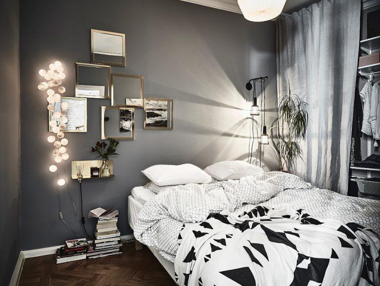 Knusse slaapkamer met grijze wanden en gouden details inrichting - Grijze slaapkamer ...