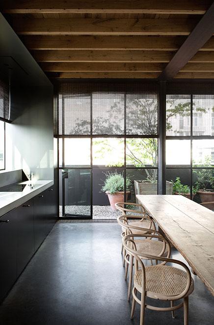 Knusse woonkamer met industriële details | Inrichting-huis.com