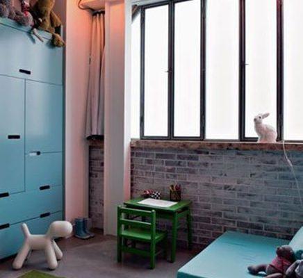 L-vormige mini loft in voormalige kledingwinkel