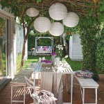 L-vormige zomerse tuin