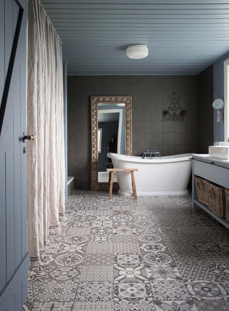 landelijk interieur inspiratie badkamer patchwork vloer