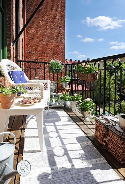 l ndliche k che mit balkon wohnideen einrichten. Black Bedroom Furniture Sets. Home Design Ideas