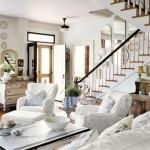 Landelijke woonkamer met open trap