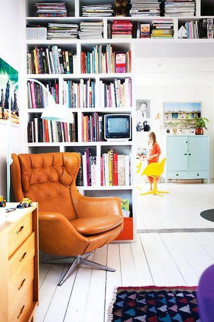 Leeshoek met boekenkast