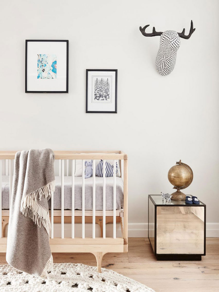 Leuke babykamer met kalme natuurlijke sfeer