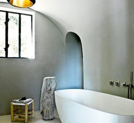 Lichte badkamer in oude schuur