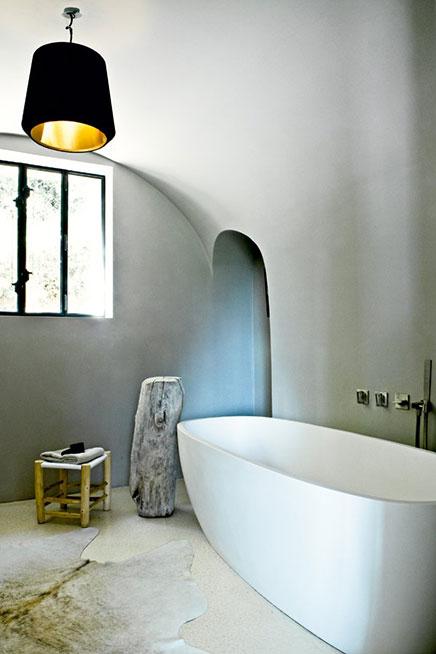 Lichte badkamer in oude schuur inrichting - Oude badkamer ...