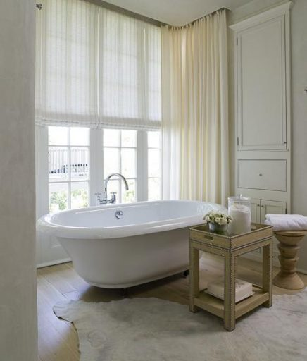 Lichte vloerkleed in badkamer
