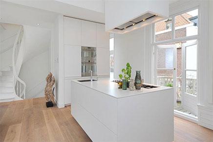 Wonderbaarlijk Lichte woonkamer met compacte open keuken | Inrichting-huis.com IS-58