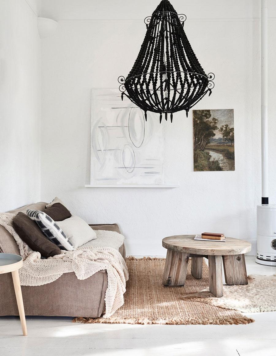 Lichte woonkamer met natuurlijke kleuren