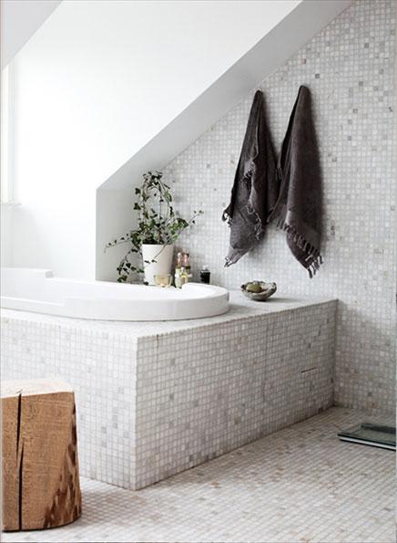 Lichttherapie in de badkamer van Daniella Witte   Inrichting-huis.com
