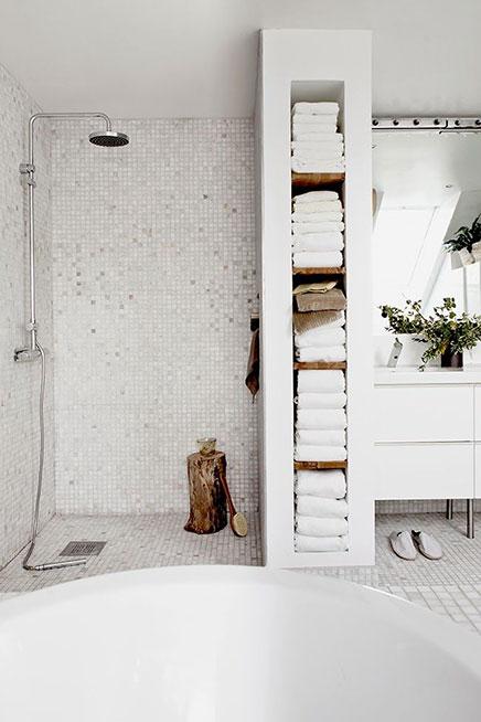 Lichttherapie in de badkamer van Daniella Witte | Inrichting-huis.com