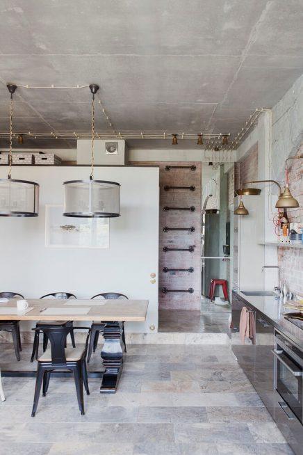 Loft appartement met interieurmix uit moskou inrichting - Klassieke chique meubels ...