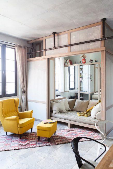 Loft appartement met interieurmix uit moskou inrichting - Appartement muur ...