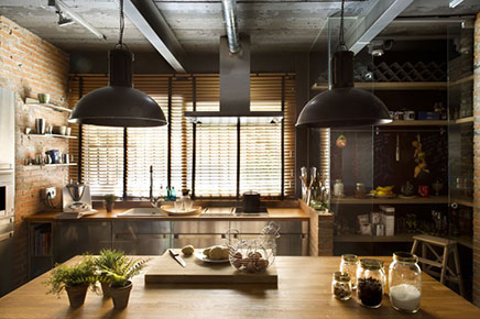 Loft woonkamer met stoere open keuken | Inrichting-huis.com