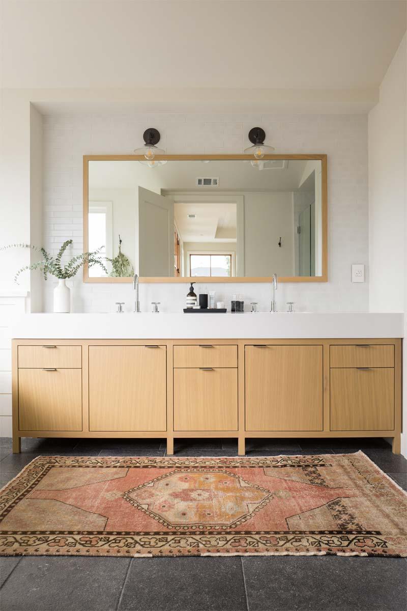 luxe badkamer woonboerderij houten badkamermeubel