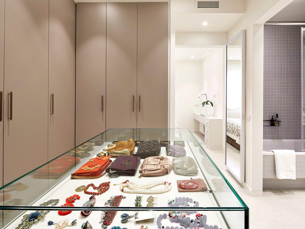 Inloopkast In Slaapkamer : Luxe combinatie van slaapkamer half open inloopkast en badkamer