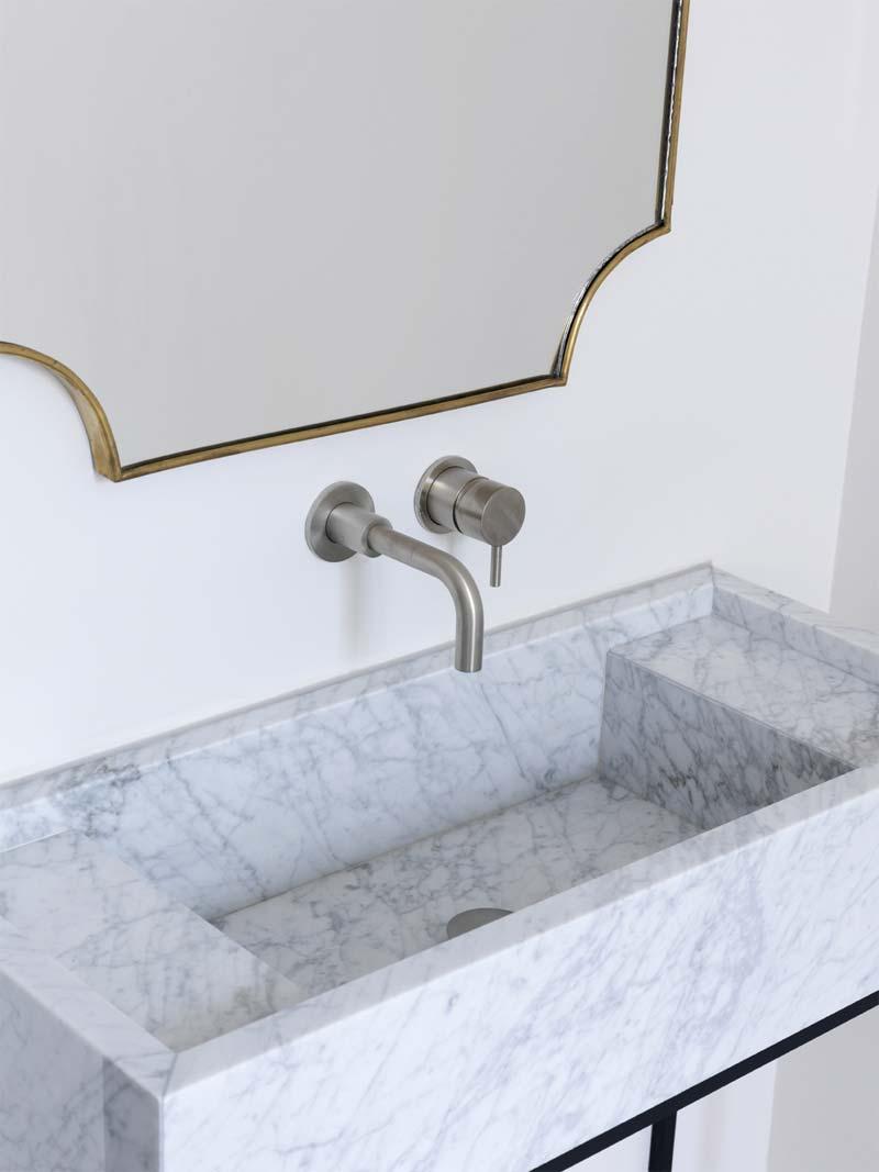 luxe minimalistische badkamer marmeren wastafel