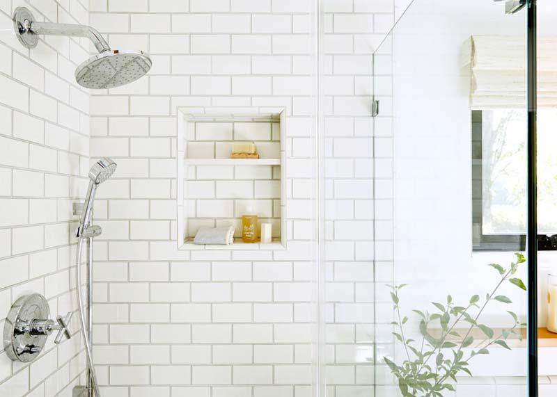 luxe rustieke spa badkamer inloopdouche nisje muur