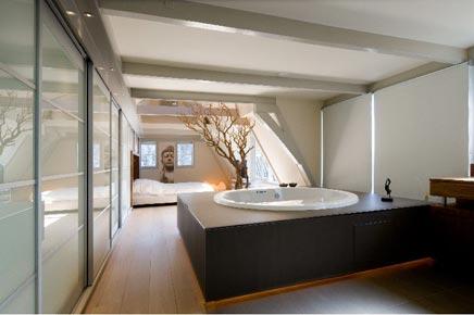 Luxe slaapkamer met whirlpool
