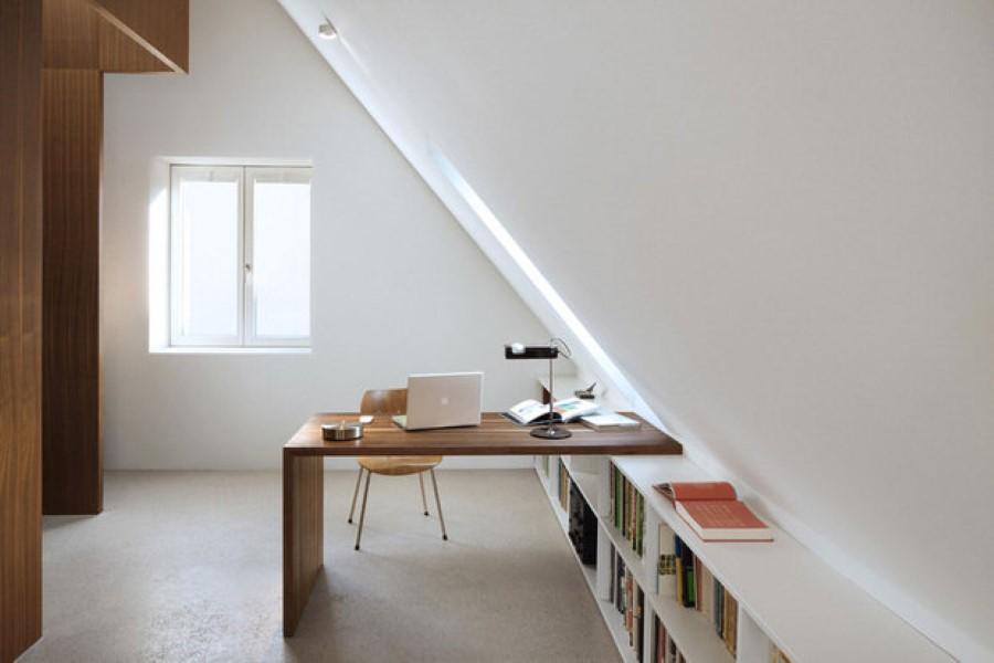 maatwerk open boekenkast schuine wand bureau