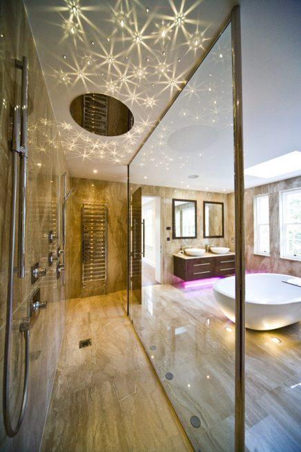 Marmor badezimmer mit Strahlern und Swarovski