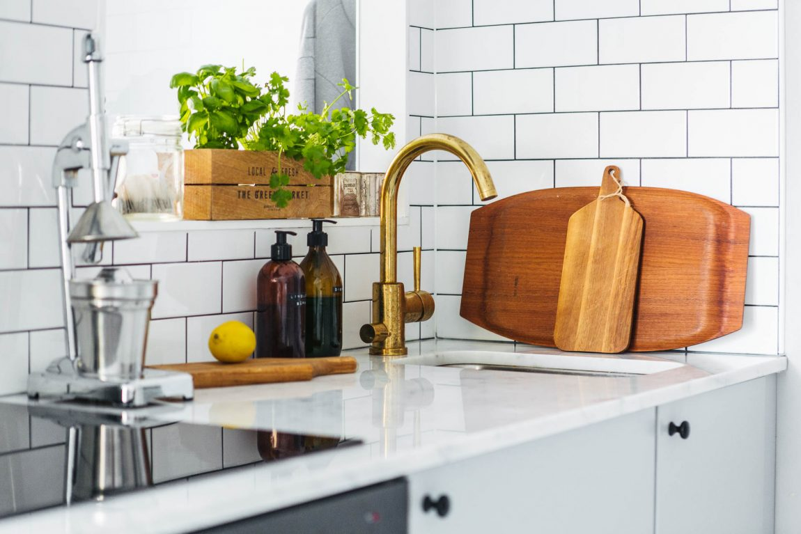 marmeren-keukenblad-gouden-kraan