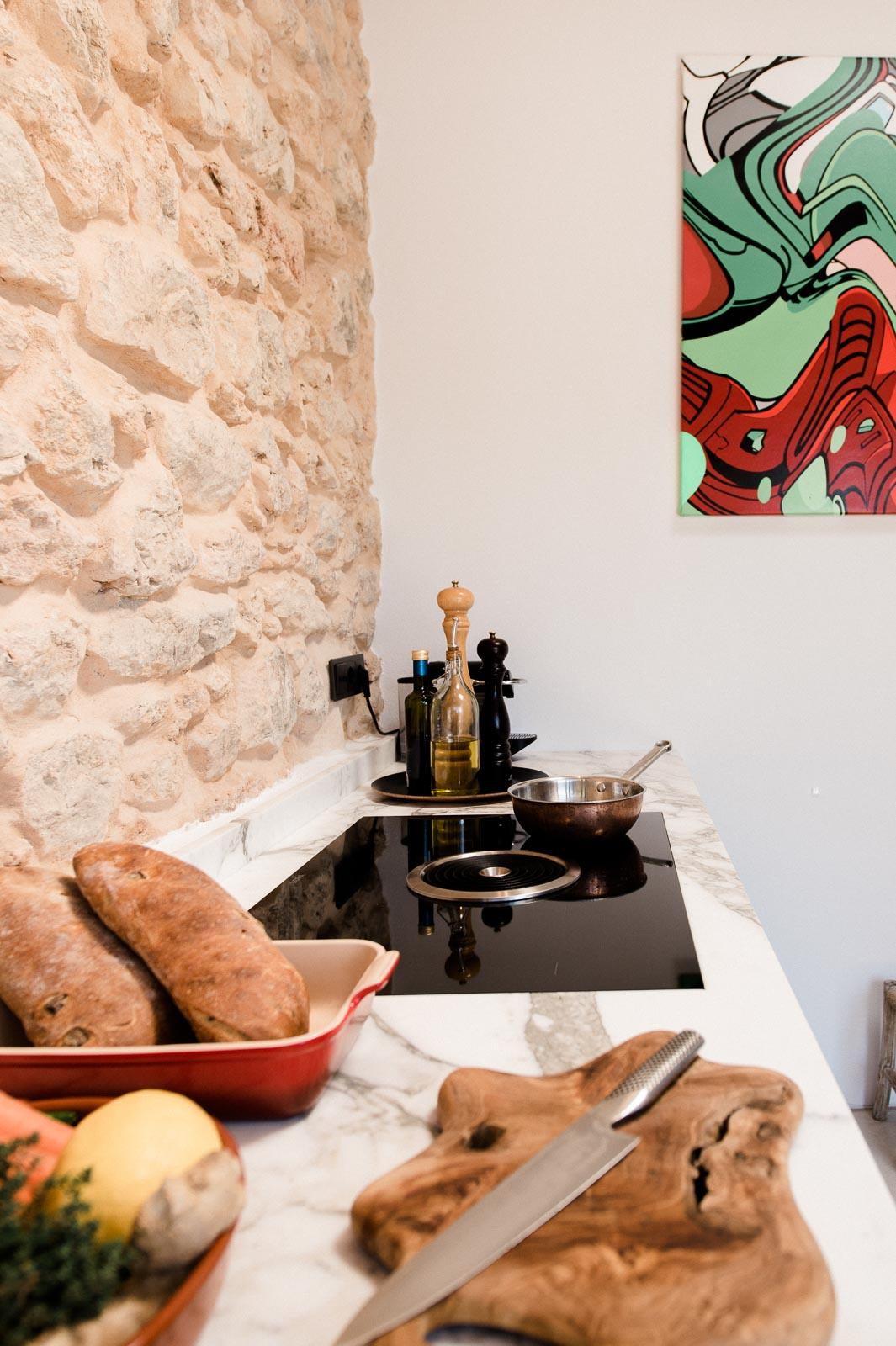 Marmeren keukenblad zwarte keuken