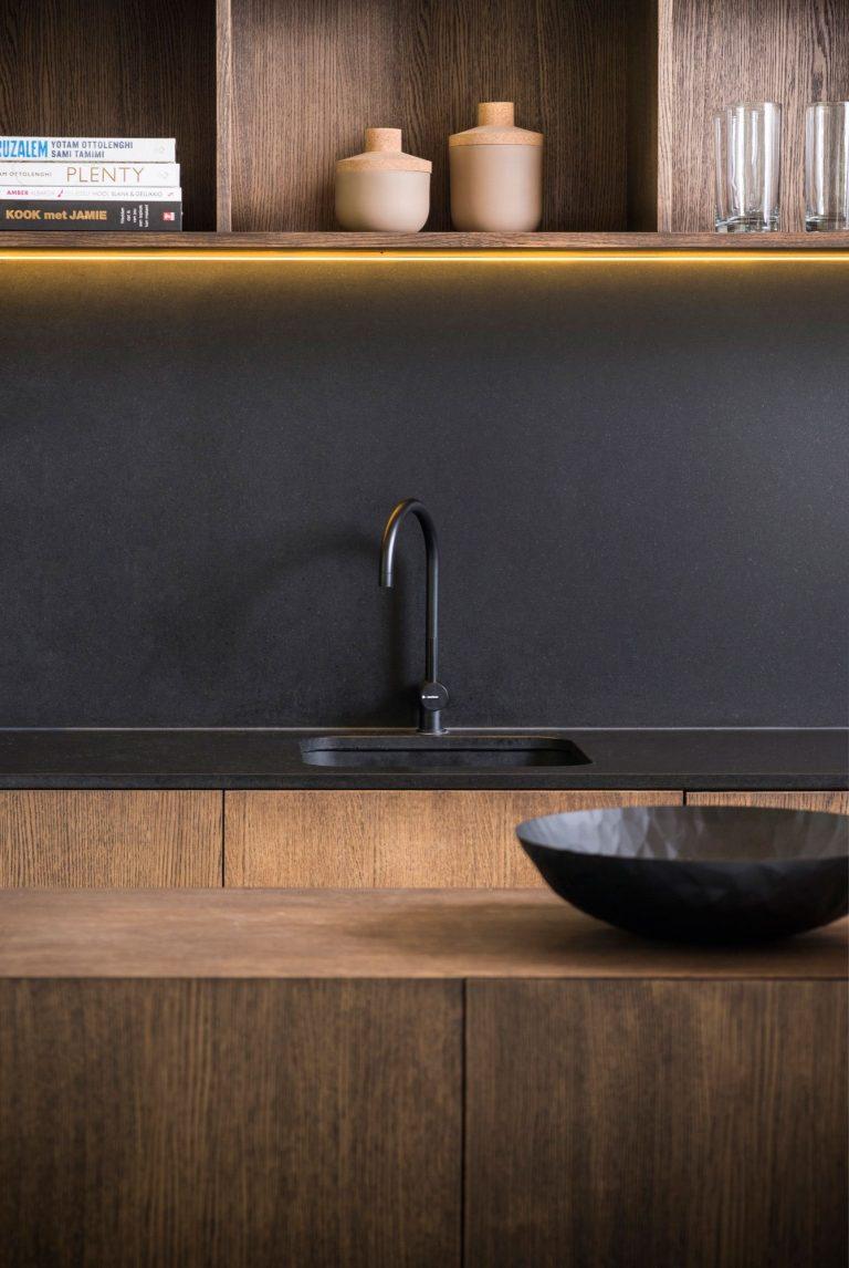 mat-zwarte-keuken-achterwand