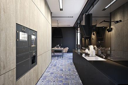 Mat zwarte keuken met hout