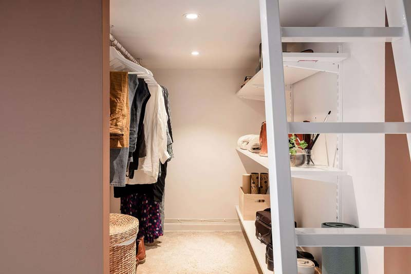 mezzanine inloopkast onder slaapkamer