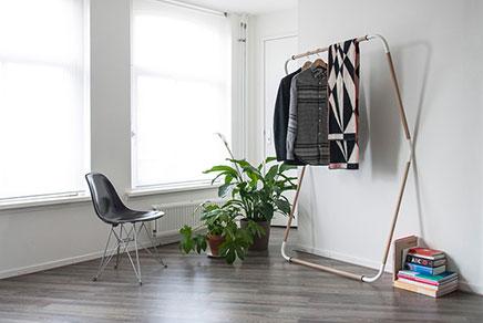 Minimalistische kledingrek inrichting huis