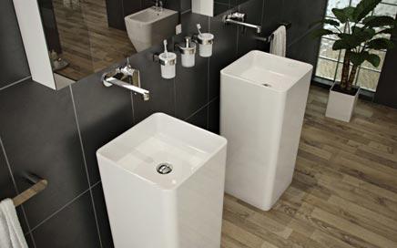 Moderne badkamer met vrijstaande wastafels