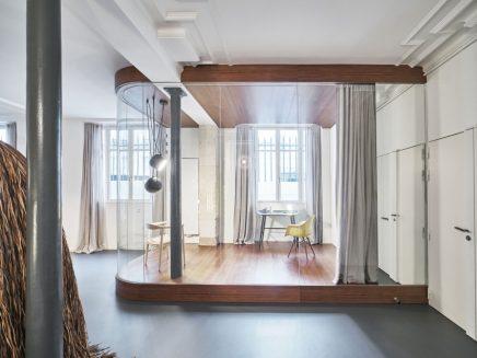 Moderne industri le loft in parijs inrichting - Kantoor transparant glas ...