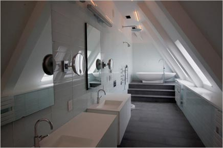 Moderne langwerpige badkamer