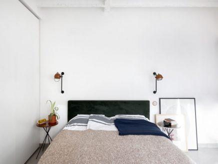 Moderne slaapkamer met vintage meubels