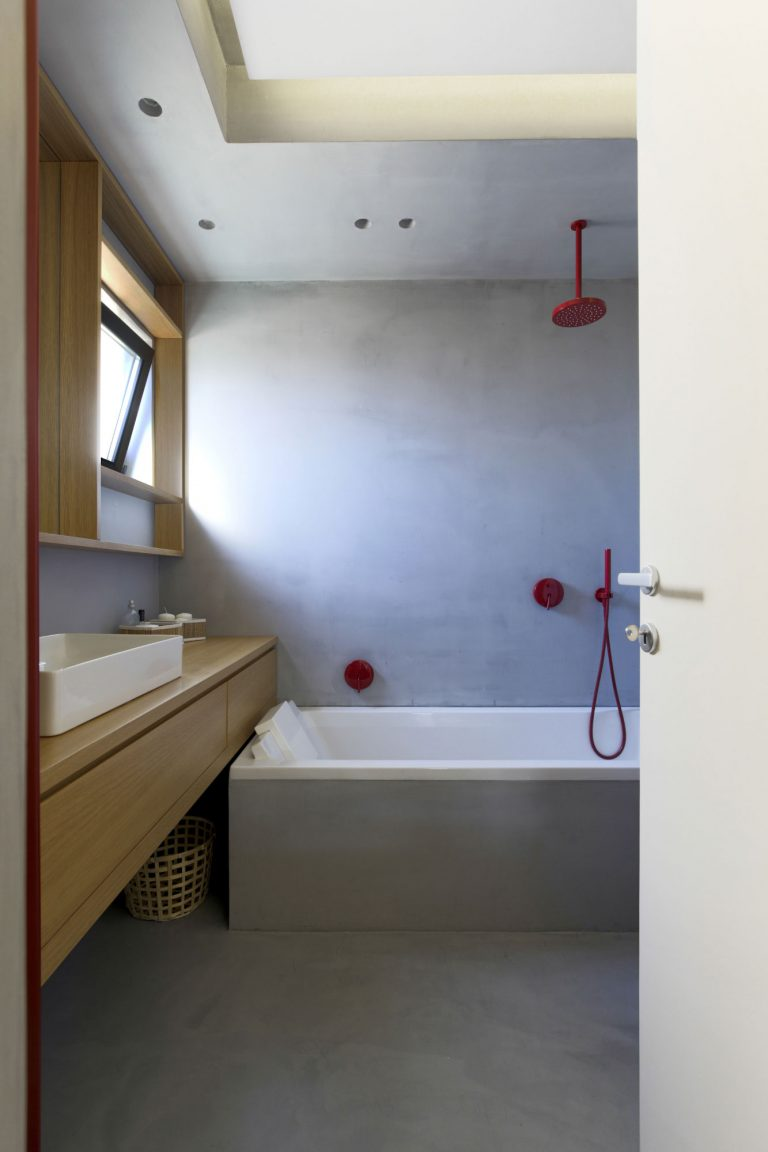 Moderne stoere badkamer van Italiaans Architectenkoppel