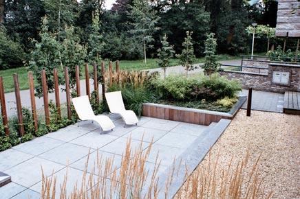 Modern sleek and attractive garden inrichting - Landscaping modern huis ...