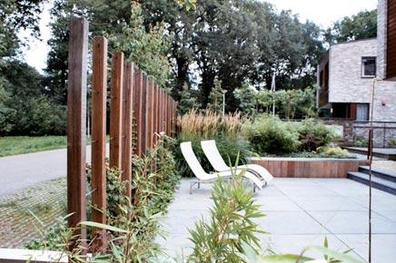 Moderne strakke sfeervolle tuin