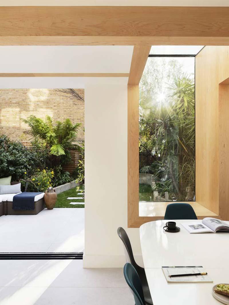 moderne uitbouw glazen lichtstraat eethoek