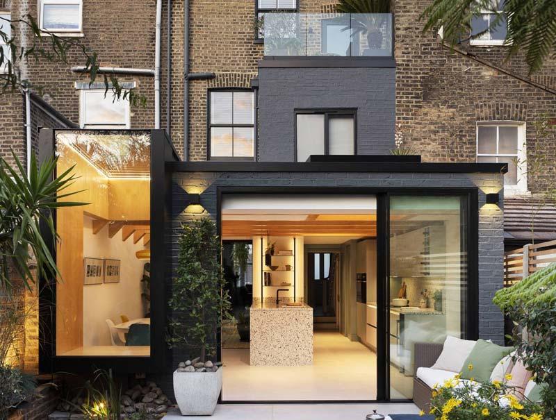 moderne uitbouw woonkeuken met veel glas