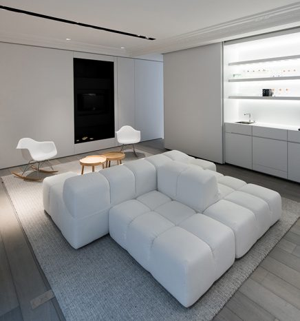 Moderne witte bank