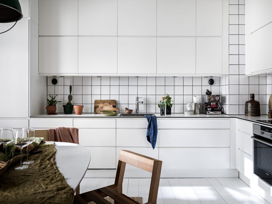 moderne-witte-hoekkeuken-wit-keukenblad