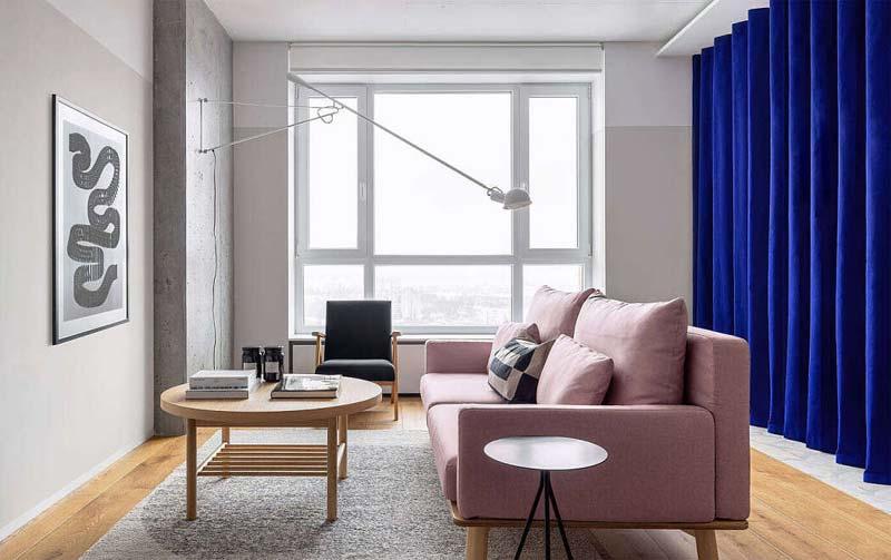 moderne woonkamer blauwe gordijnen
