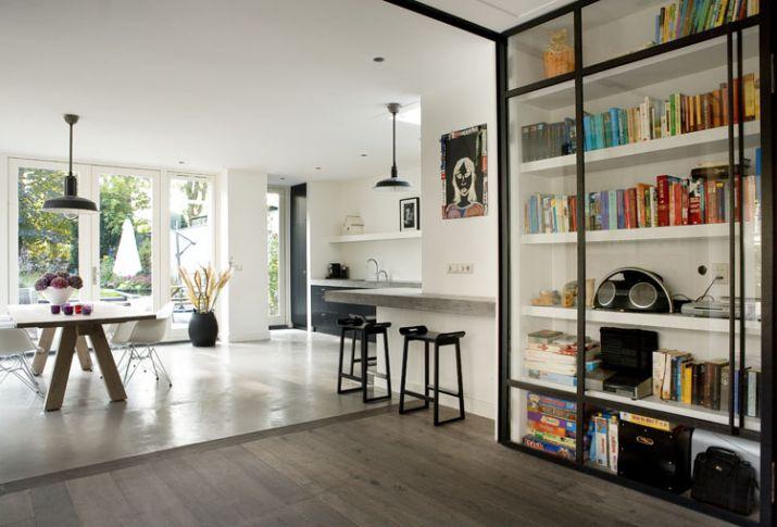 Moderne woonkeuken in uitbouw inrichting - Interieur van een huis ...