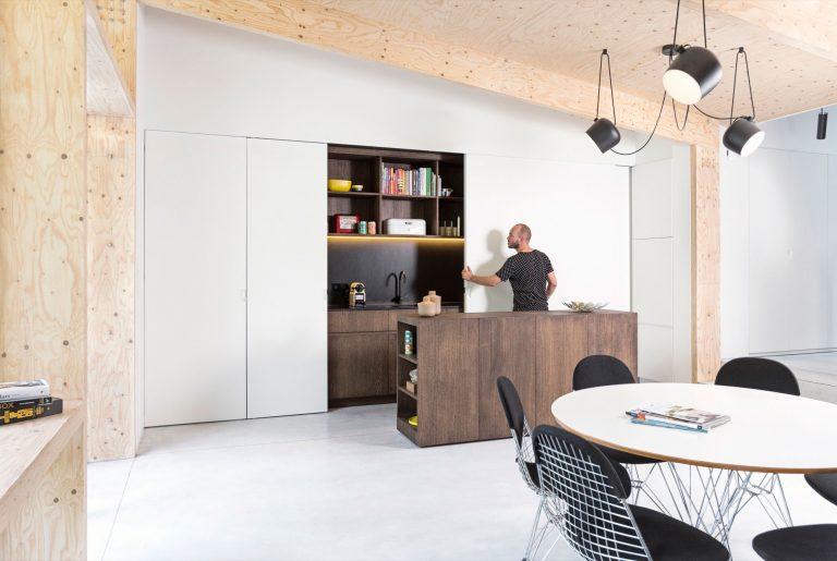 moderne-woonkeuken-ronde-eettafel