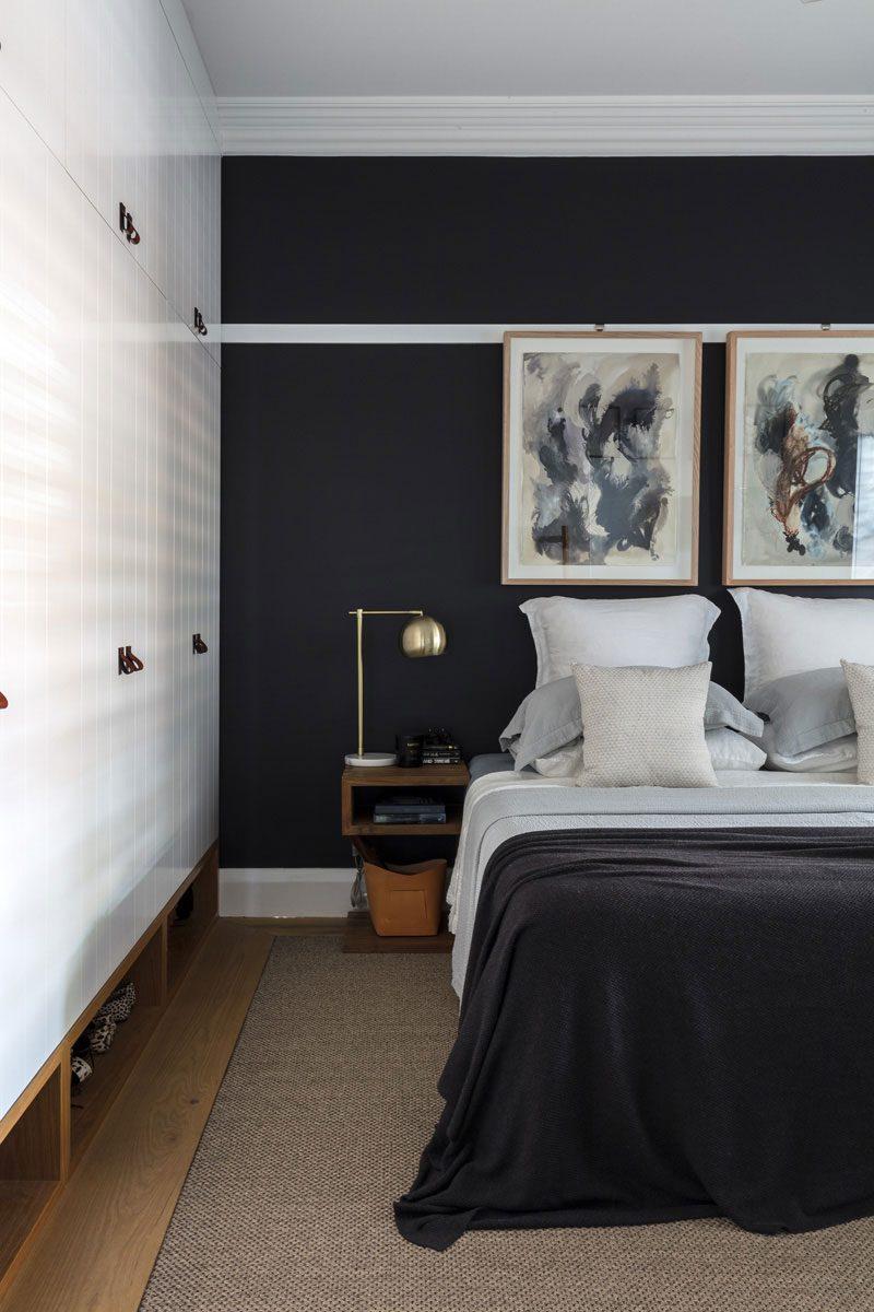 Mooi afgewerkte slaapkamer met op maat gemaakte kledingkast en werkplek