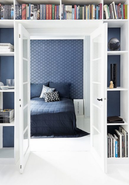 Mooie blauw behang in slaapkamer van Kasper
