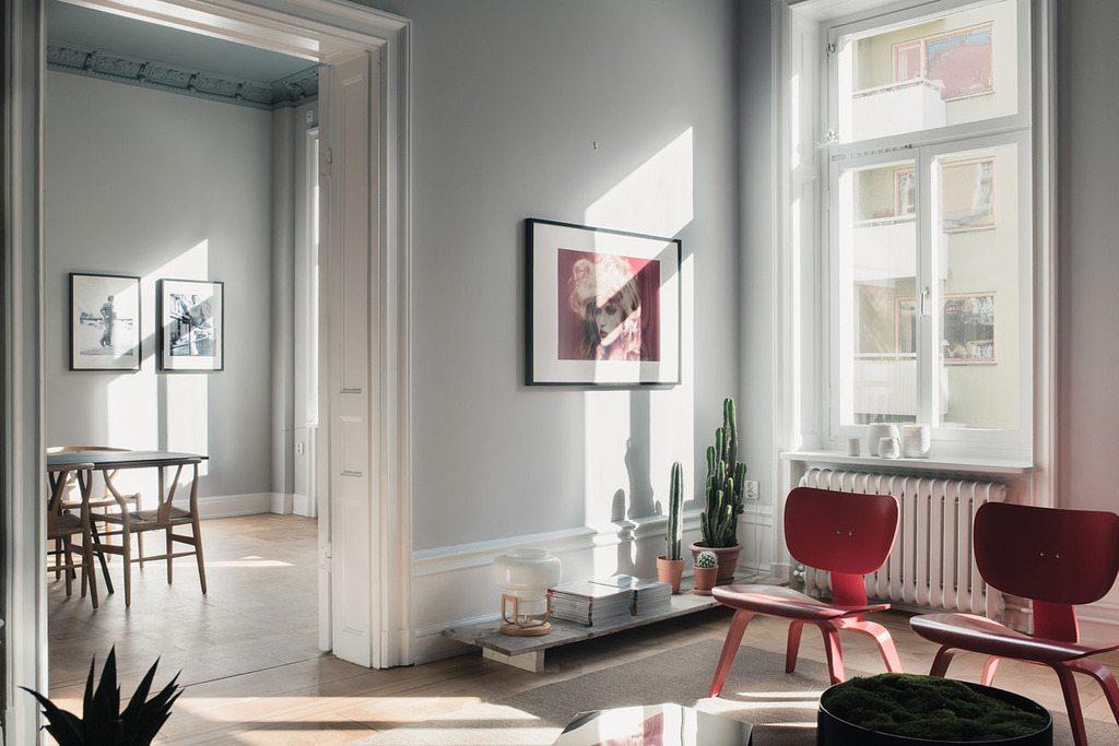 mooie-grijze-muren-woonkamer