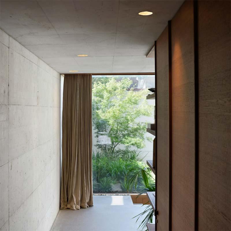 mooie inbouwspots hout betonnen plafond